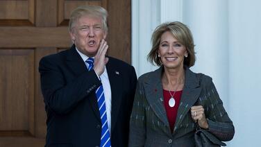 Betsy DeVos, candidata de Trump a la Secretaría de Educación, se somete al escrutinio del Senado