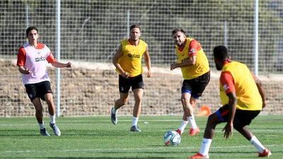 Héctor Herrera espera su turno en la banca con el Atlético ante el Numancia