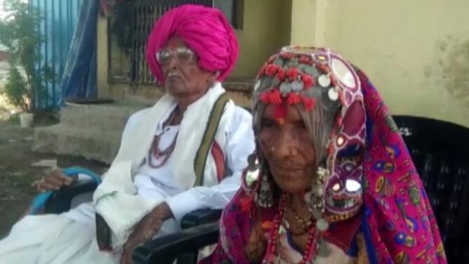 En medio de la terrible crisis de coronavirus en la India, un hombre de 105 años y su esposa de 95 sobreviven al virus