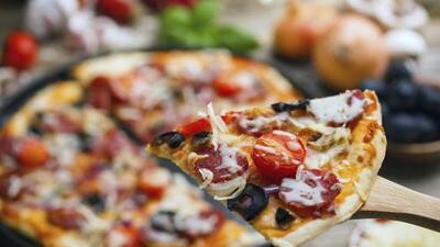 Nueva York y Chicago defienden su pizza a fuego abierto
