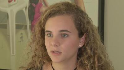 """""""Va mucho más allá de las armas"""": Sobreviviente del tiroteo en la escuela en Parkland, Florida"""