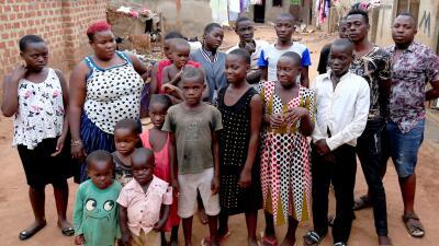 En fotos: La mujer de 39 años que ha dado a luz a 38 hijos y fue abandonada por su esposo