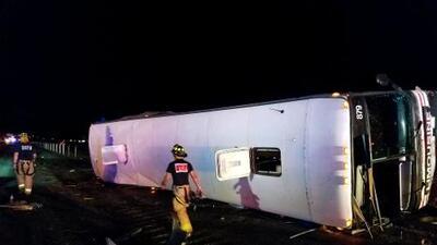 Al menos tres muertos y 22 heridos en un accidente de autobús en Nuevo México