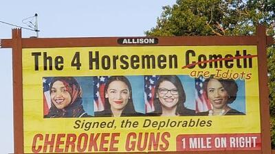 Una tienda de armas paga una valla publicitaria para insultar a congresistas demócratas enfrentadas a Trump