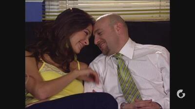 Vecinos   Luis lleva a su novia al departamento, pero Pedro hace mal tercio