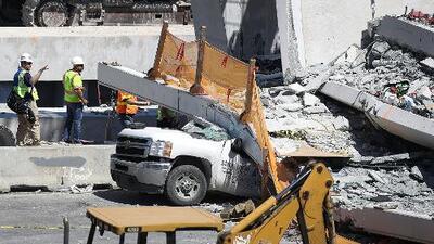 Presentan primera demanda por el colapso del puente peatonal en Miami