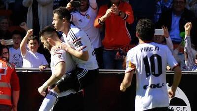 Valencia 1-0 Getafe: Negredo, de penalti, salva a un Valencia espeso