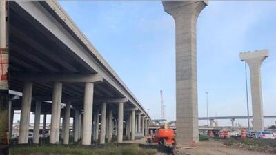 Muere trabajador de construcción tras caer de una obra elevada en el periférico Sam Houston