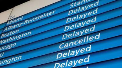 Varados en aeropuertos manifiestan su preocupación por la tormenta que afecta el noreste del país