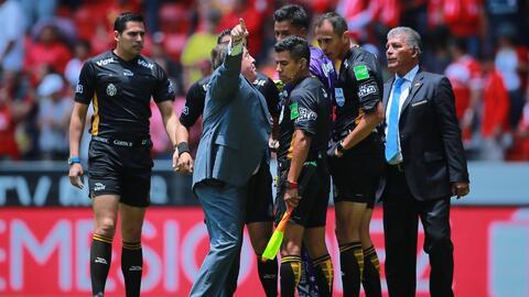 """Miguel Herrera llama el VAR como un """"desastre"""" y le manda mensaje a Arturo Brizio"""