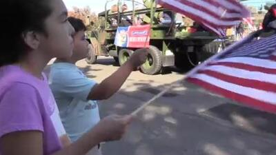 Realizan desfile en Fresno para el Día de los Veteranos