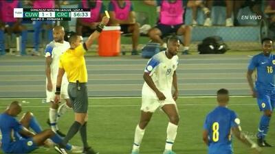 Tarjeta amarilla. El árbitro amonesta a Kendall Waston de Costa Rica