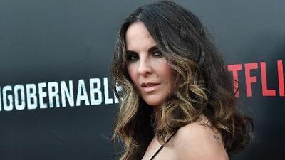 """Kate del Castillo explota contra reportero que le llama """"amor"""""""