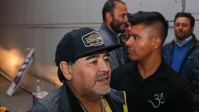 Maradona fue operado con éxito por un pequeño sangrado estomacal
