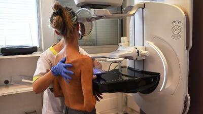 ¿Qué hacer si detecta una masa extraña en sus senos?