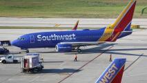 Southwest cancela más de una docena de vuelos en Dallas por problemas mecánicos y por mal tiempo