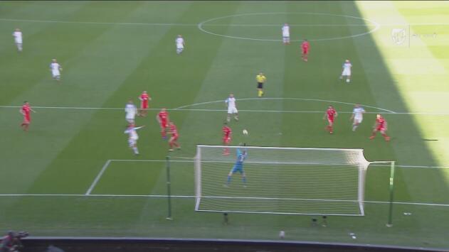 ¡Atajadón y strike! Hennessey impide el empate de Eslovaquia y luego Hancko abanica