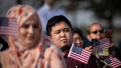 El gobierno publica la nueva regla que afectará a inmigrantes que se beneficien de ayuda pública