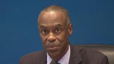 """""""Mi labor será mejorar"""": superintendente de las escuelas públicas de Broward se mantendrá en su cargo"""