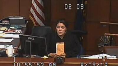 Amber Wolf, la jueza estrella que causa sensación por sus sorpresivas intervenciones en corte