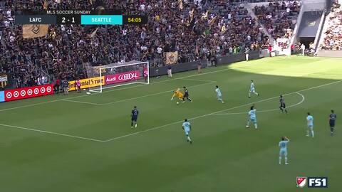 ¡Imparable! Carlos Vela burla al portero y consigue doblete para aumentar ventaja de LAFC