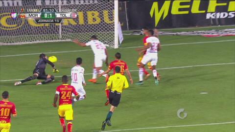 Canelo remata de izquierda y hace el gol para Toluca