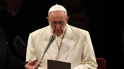 El papa Francisco condena los conflictos actuales en la ceremonia del viacrucis de Viernes Santo