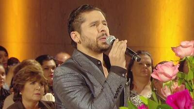 Larry Hernández le cantó con mucha fe y agradecimiento a la Virgen de Guadalupe