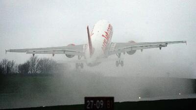Lluvias obligan a cancelar y reprogramar vuelos en Miami y Fort Lauderdale