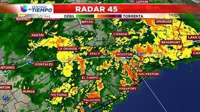 Nueva ronda de lluvias fuertes estará afectando la zona sureste de Houston durante la madrugada