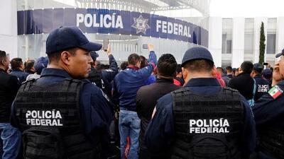 Gobierno mexicano insiste en que protestas de policías federales no son legítimas, mientras ellos se mantienen en huelga