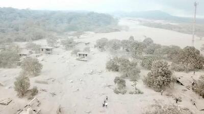 Paisaje gris: las secuelas de la erupción del Volcán de Fuego mantienen bajo amenaza a poblaciones rurales de Guatemala