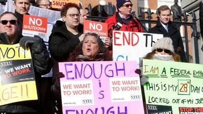 Cómo el cierre de gobierno compromete la salud de empleados afectados por el cierre