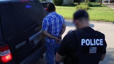 ICE arresta a más de 130 trabajadores y 14 propietarios de negocios en redadas en Nebraska y Minnesota
