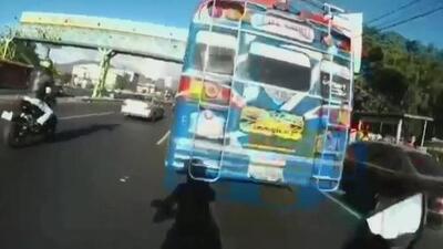 Un motociclista grabó su propio accidente en Guatemala