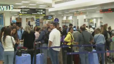 """""""Me instalaré en el aeropuerto, ya no tengo ni hospedaje"""": venezolanos varados en Miami sin poder viajar a su país"""