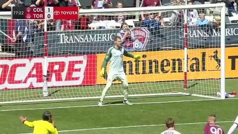 Elegante forma de cobrar un penalti, Shkelzen Gashi marca el 2-0 a favor de Colorado sobre Toronto