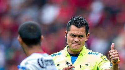 Se lesionó en pleno duelo de Santos vs. Dorados el árbitro Roberto Pérez Durán