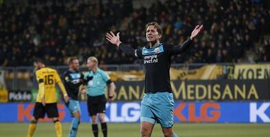 PSV cede dos puntos en su lucha por el título en la Eredivisie