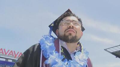 Hispano recién graduado de la Universidad de San José comparte su historia de éxito