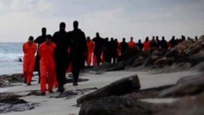 Observatorio Sirio condena video en el que jóvenes de ISIS decapitan a prisioneros