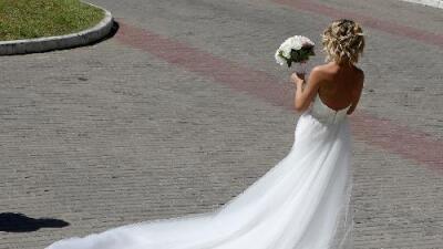 Un novio es acusado de agredir sexualmente a una dama de honor dos días antes de la boda