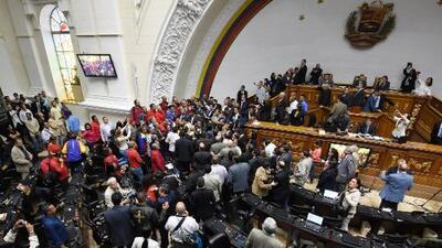 Diputados chavistas se incorporan a la Asamblea Nacional en Venezuela