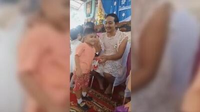 Un padre soltero se viste de mujer para que su hijo pueda celebrar el Día de la Madre