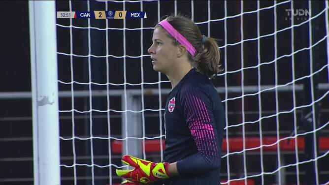Stephanie Labbe impide el primer gol de México
