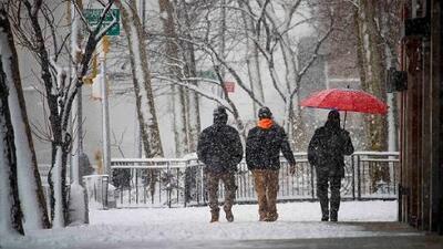 Cancelan miles de vuelos y cierran escuelas por nueva tormenta invernal que afecta al área triestatal