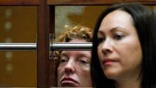 """La madre del joven """"Affluenza"""" fue acusada por obstruir a la justicia y lavado de dinero"""