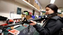 ¿Por qué millones de mujeres están comprando armas de fuego en los Estados Unidos?