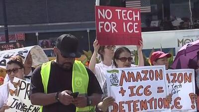 Cientos de personas se manifiestan en Manhattan para exigir que Amazon rompa lazos con ICE