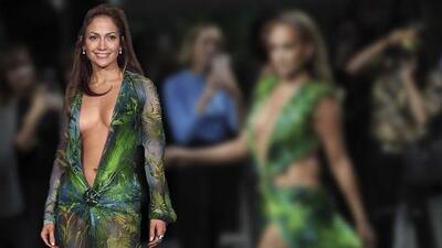 JLo se lleva el 'look de la semana' con la reinvención del icónico vestido de Versace que usó en 2000